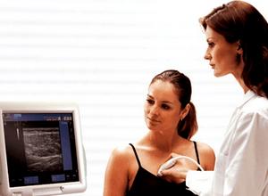 При осмотре молочной железы