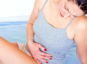 Цистит проявляется болью в нижней части живота